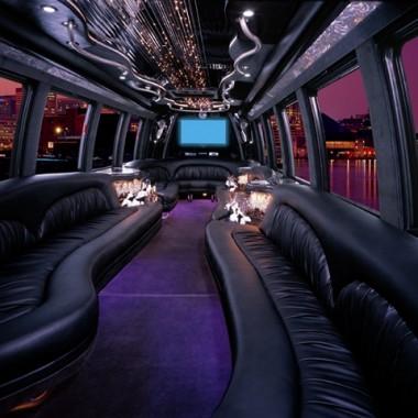international_3200_dt466_krystal_38_limo_bus_4